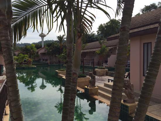Phuket Kata Resort: Piscina con accesso dalle stanze