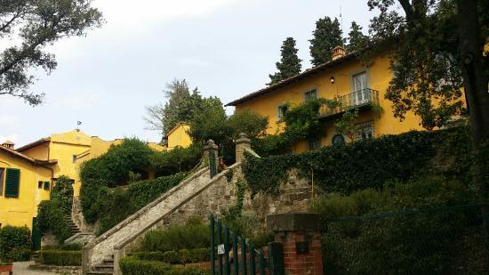 vistas de la casa desde el jard n picture of villa di campolungo rh tripadvisor com