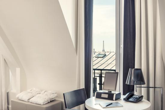 Mercure Paris Saint Lazare Monceau : Chambre vue Tour Eiffel