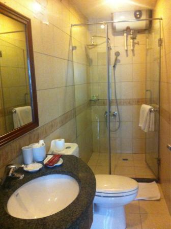 Rising Dragon Villa Hotel: athroom with shower