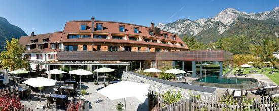 TRAUBE BRAZ Alpen.Spa.Golf.Hotel: Aussenansicht Sommer Hotel Traube Braz