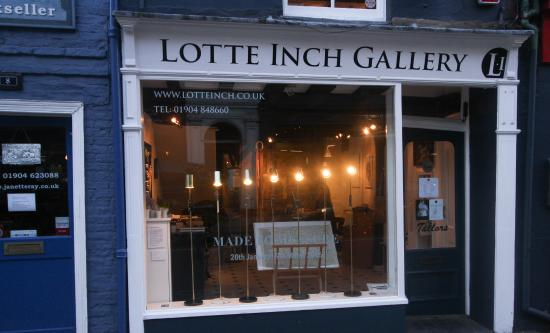 Lotte Inch Gallery