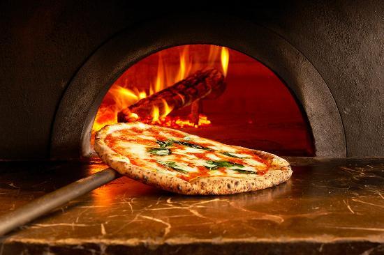 Pizza Salvatore Cuomo Toyosu: pizza