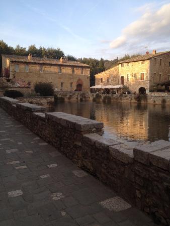 Piazza delle sorgenti - Picture of Parco dei Mulini, Bagno Vignoni - TripAdvisor