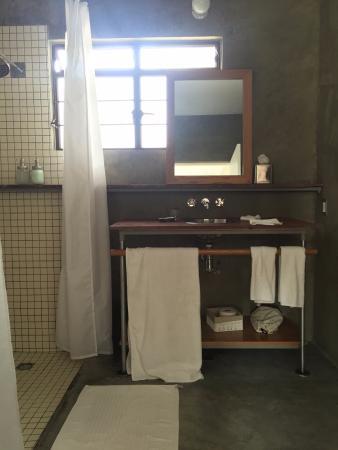 master suite window for ventilation large bathroom polished rh tripadvisor com