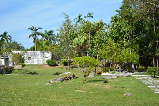 Nassau Botanical Gardens: Entrance to Park
