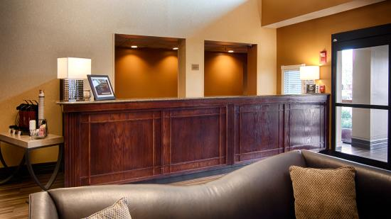 BEST WESTERN Executive Inn: Front Desk