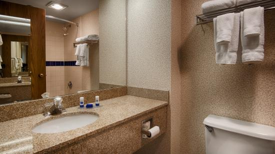 BEST WESTERN Executive Inn: Guest Bathroom