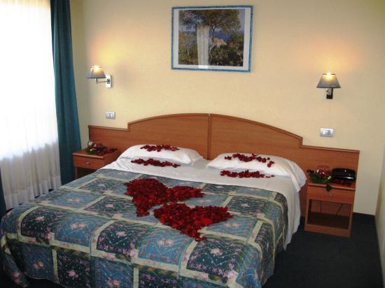 Europalace Hotel : camera matrimoniale
