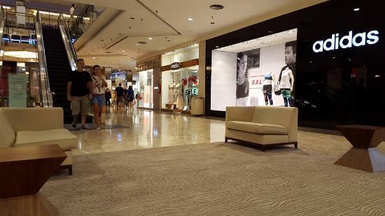 e5b890dfb9 Local de adidas en el Barra Shopping - Foto de Barra Shopping