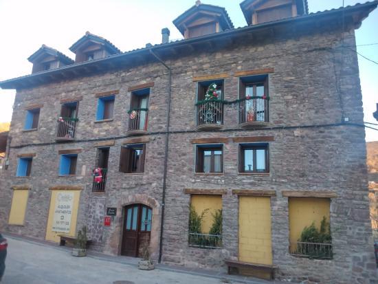 Laspaules, Spanien: Fachada principal.