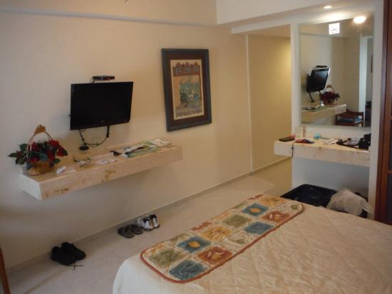 Hotel & Suites Nader : TV has chanels in Spanish and English