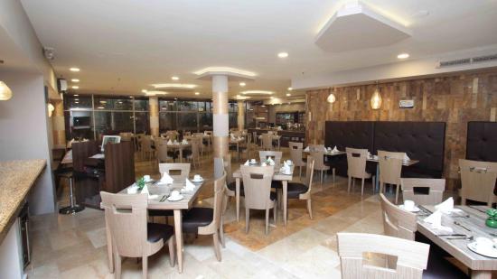 Howard Johnson Hotel Versalles Barranquilla: Restaurante Paris