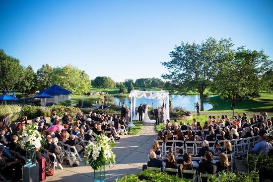 Hilton Chicago Oak Brook Hills Resort Conference Center Outdoor Wedding Ceremony