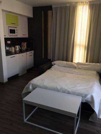 Kn Aparthotel Columbus: Sofa Bed And Kitchen