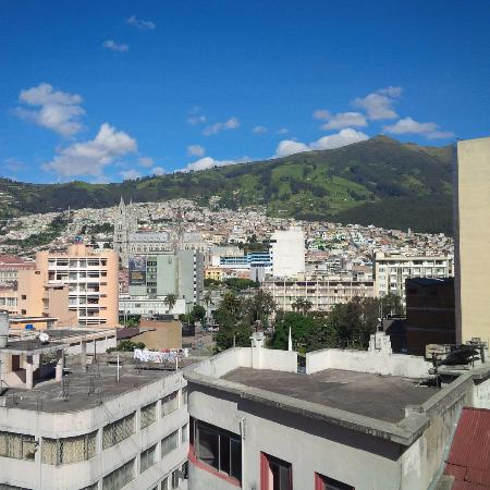HOSTAL MARGARITA2: view from the roof top terrace overlooking quito