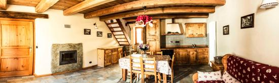 Fenestrelle, Италия: Appartamento Monte Orsiera - panoramica zona giorno