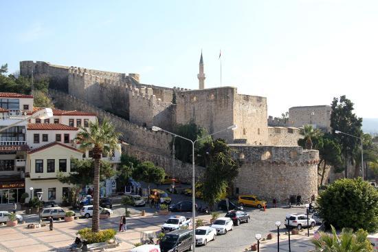 Ridvan Hotel : Vue sur la citadelle de Çeşme de ma chambre et de mon balcon