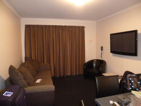 Admiral Court Motel & Apartments: Living area