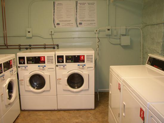 Baltimorean Apartments: Laundry Room