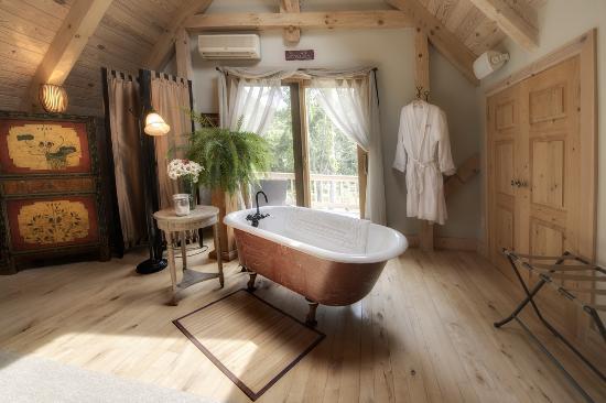 Santosha on the Ridge Bed and Breakfast Sanctuary: Tub anyone?
