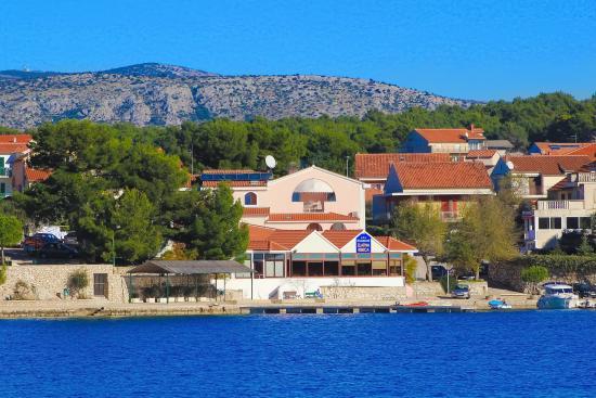 Brodarica, Κροατία: Hotel from the sea side
