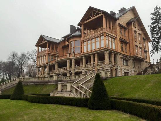 Mezhyhirya Residence Museum