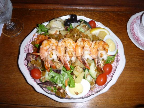 The Wheelhouse & Crowsnest: Absolutely fabulous double house salad with prawns, special order