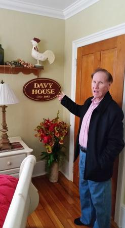 Historic Davy House B&B Inn: Don showing where we are