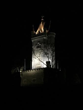 Dillenburg, Alemania: ...beleuchtet bei Nacht.
