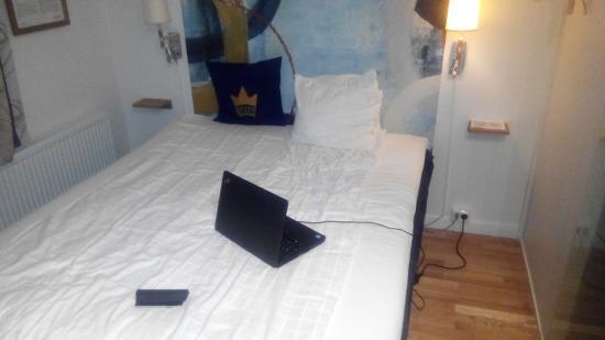 schreibtisch na klar nur passt der laptop nicht bild fr n scandic arvika arvika tripadvisor. Black Bedroom Furniture Sets. Home Design Ideas