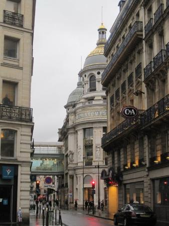 Timhotel Opera Grands Magasins: Walking distance to everything Paris!