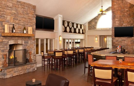Sheraton Great Valley Hotel: White Horse Tavern and Wine Bar