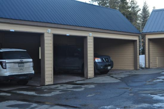 Swan Mountain Resort: Car port (storage locker behind car)