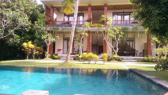 Nyoman Sandi Guest House: Lovely Pool In Nice Gardens