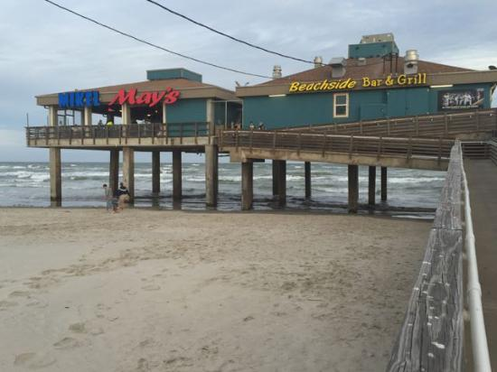 Mikel May's Beachside Bar and Grill: view of restaurant from parking lot