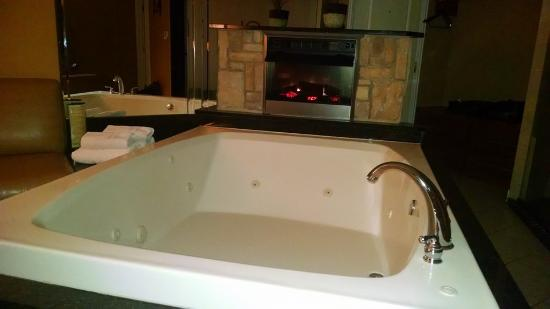 Willowbrook, IL: 110 gallon whirlpool