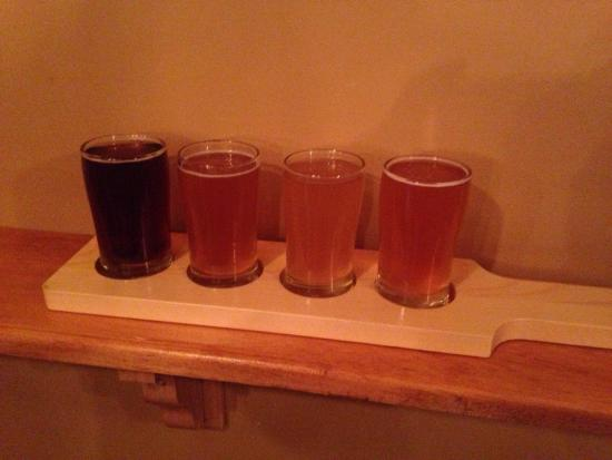 Bog Iron Brewing: Enjoying a flight of beer 🍺