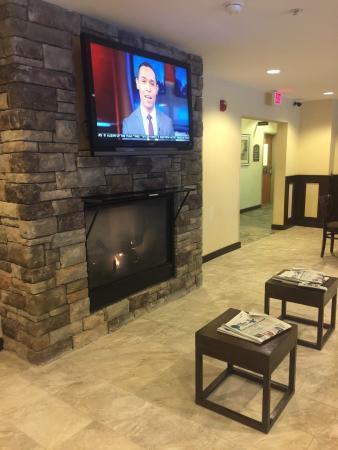 Holiday Inn Express Hotel & Suites Waukegan: Muy bueno el desayuno.. Me encanto el hotel muy confortable.. La proxima vez k vaya a waukegan,