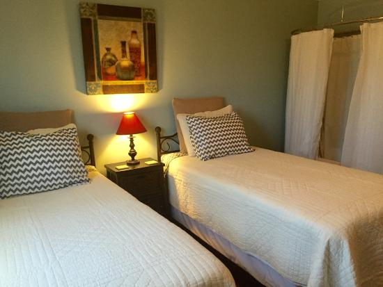 Garden City, TX: The Chamber room comes with two comfy twin XL beds.