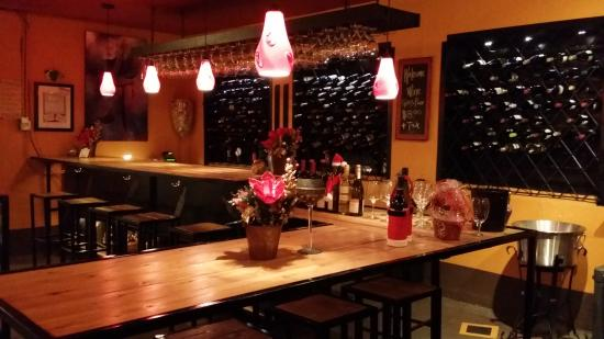Monroe, WA: Paula's Wine Knot Beer and Wine Bar