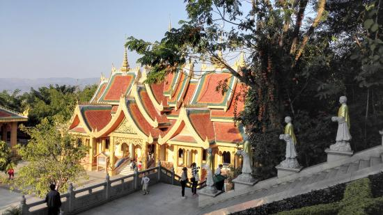 Buddhist temple: Temple visit