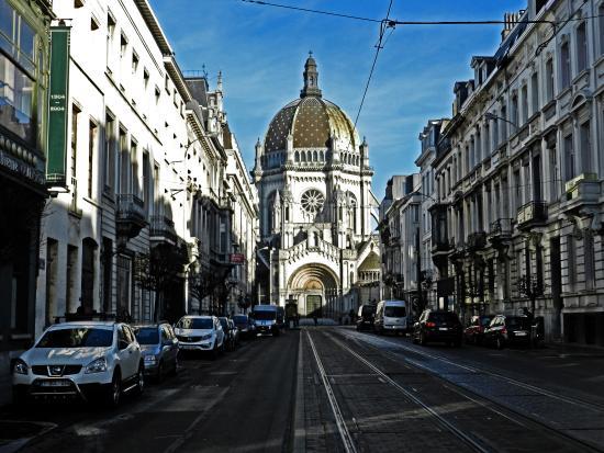 Royotel Brussels: Vista desde el frente del hotel.
