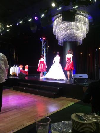 Tony N' Tina's Wedding : photo0.jpg