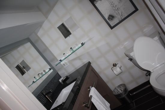 New Palace Casino Point Cadet : bathroom