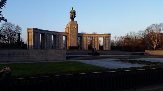 Porte de brandebourg picture of memorial of the berlin for Porte de brandebourg
