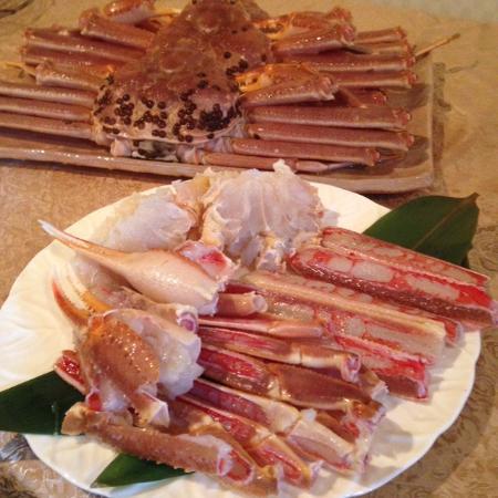 Hotobil: 手前のお皿は一人分、このほかに後ろの蟹が一人一杯控えていました!