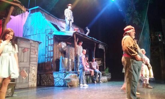 Hatfield & McCoy Dinner Show: Stage