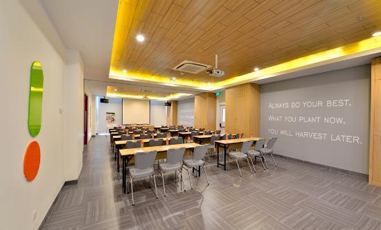meeting room 1 picture of pop hotel stasiun kota surabaya rh tripadvisor com au