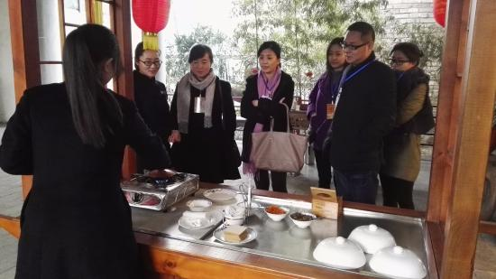 Pi County, China: We want to eat that~!!!!